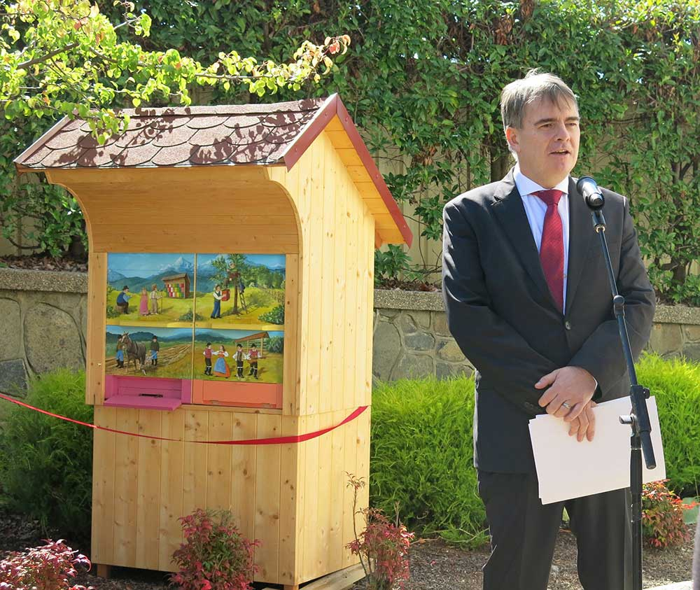 A unique beehouse was officially inaugurated today at the Embassy of Slovenia in Canberra. Happy bees buzzed in and out of a beautiful house!